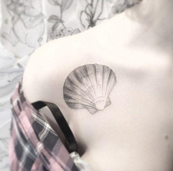 Tatuaje Seashell en hombro