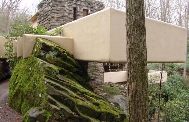 Frank_Lloyd_Wright_-_Fallingwater_exterior_7