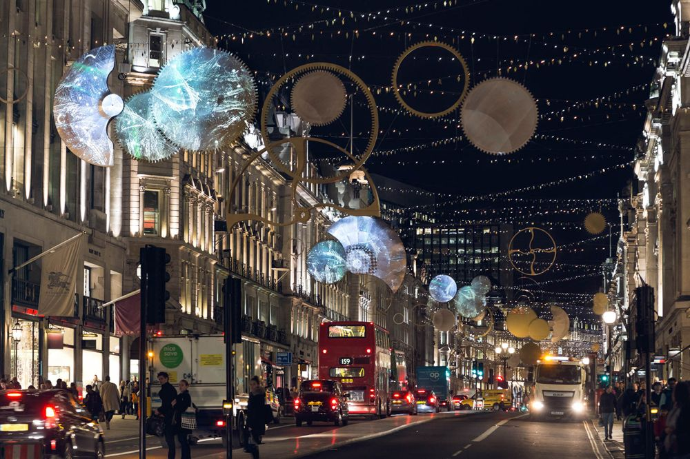 """""""Timeless Elegance"""" is a light art installation in Regent Street, London/UK. It was designed by the Belgian lighting design practice ACT Lighting Design and captures the idea of time, visualising it through light."""