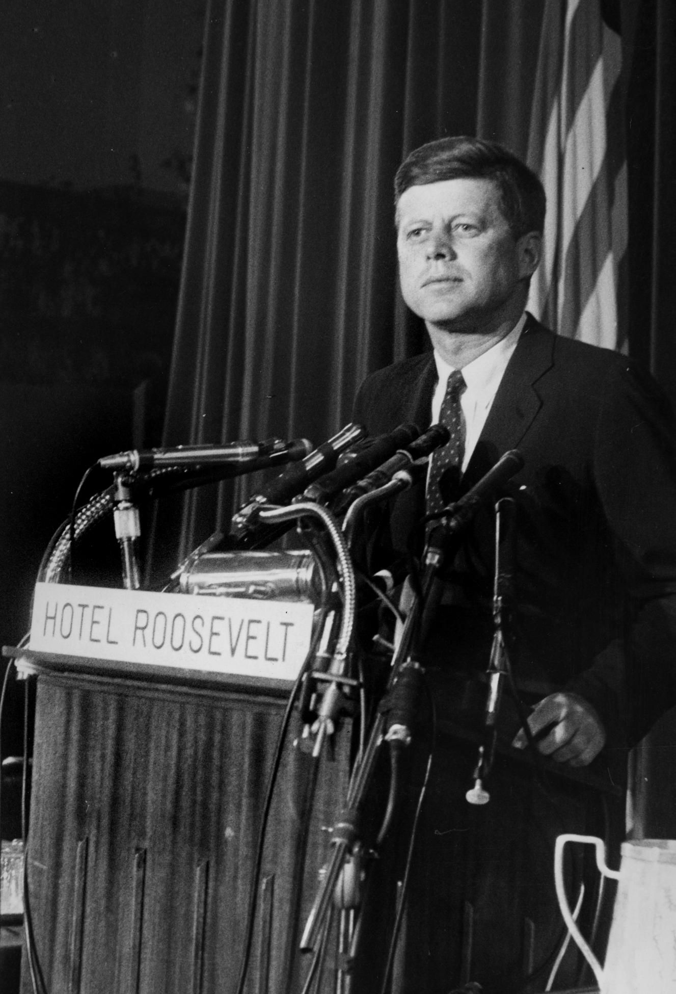 1960. 5 Juillet. Senator Kennedy at a press conference at the Roosevelt Hotel in New York.                      At the conference, Kennedy responded to a challenge from former President Harry S. Truman, declaring that the 'strength, health and vigor' of a young man was needed in the White House (Photo by FPG/Archive Photos/Getty Images)