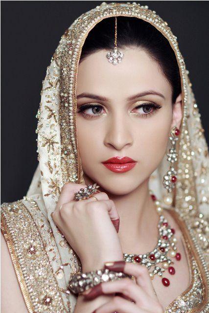 Description asian beautiful brides wedding — pic 9