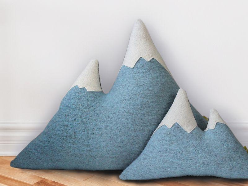 Kissen - Schmuse-Matterhorn *L* 100%Wolle - ein Designerstück von Nullsieben-Design bei DaWanda