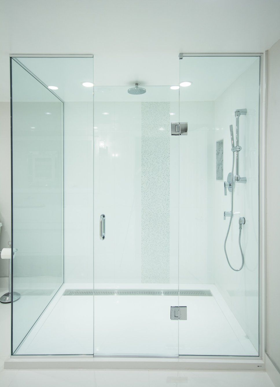 Custom glass 6 x 4 walk in shower with rain shower head and 1 piece ...