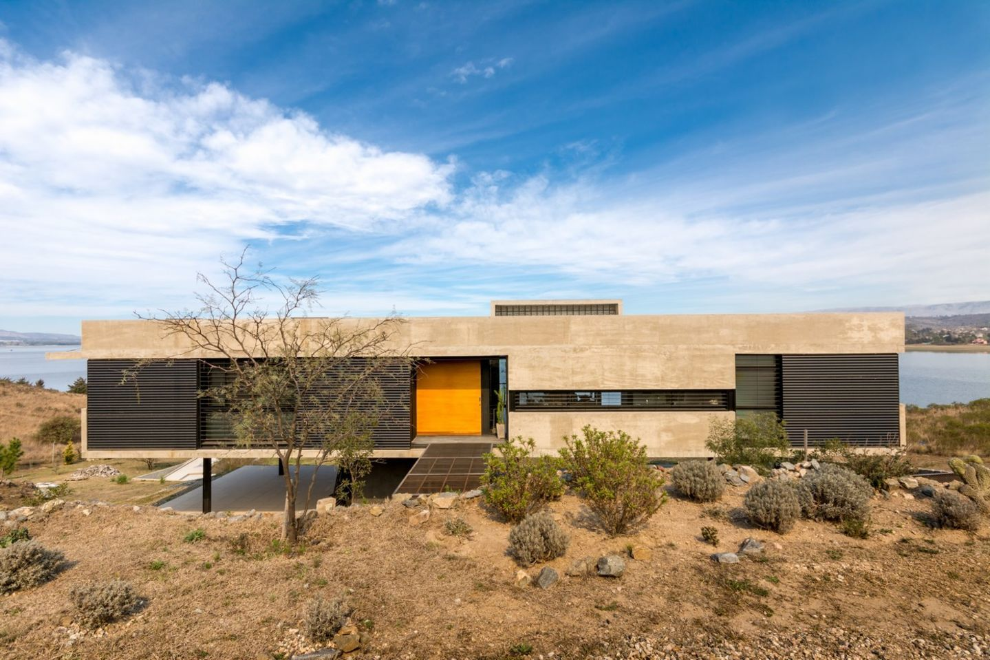 Lake House in Los Molinos, Argentina/ TECTUM Architecture, photo ...