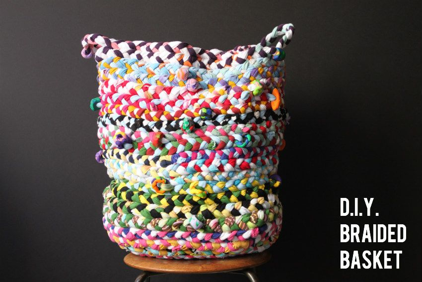 d.i.y. braided basket (from old t-shirts along with some extra jersey fabric) by the cornerblog