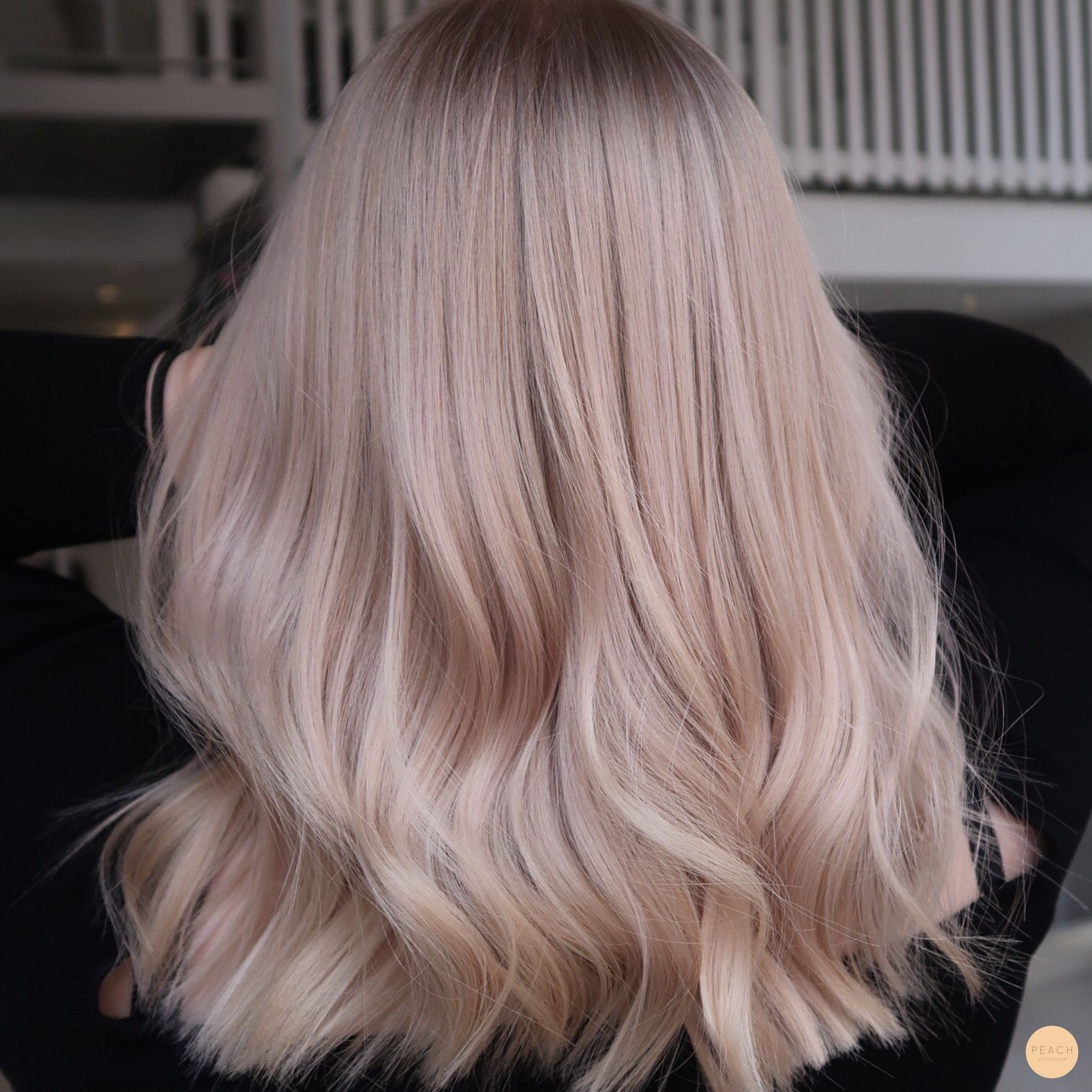 Ljus krämig blondin