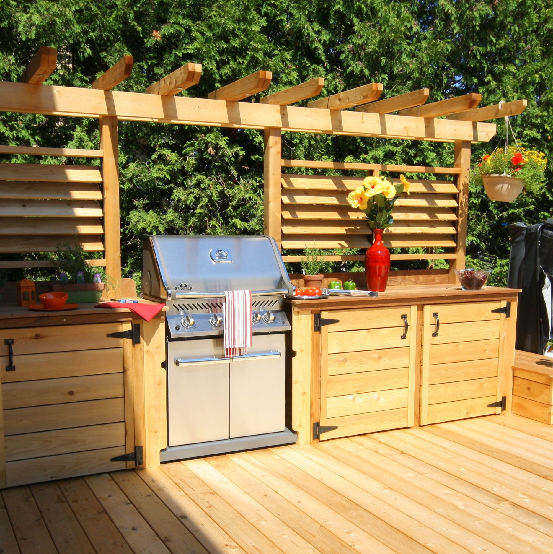 Cuisine ext rieur meubles en bois trait pinterest for Meuble patio montreal