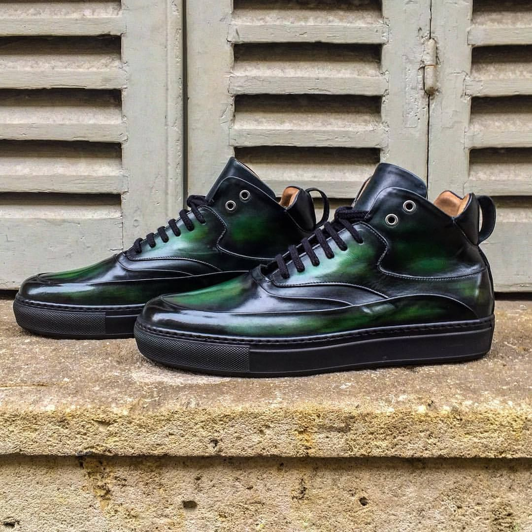 Our Zeus Sneackers in a deep green patinated leather #sneackers #sneackersaddict #sneackersbottier #altanshoes #altanbottier #menstyle #menswear #menshoes #mensfashionpost #menscasualwear #paris #altanbottier