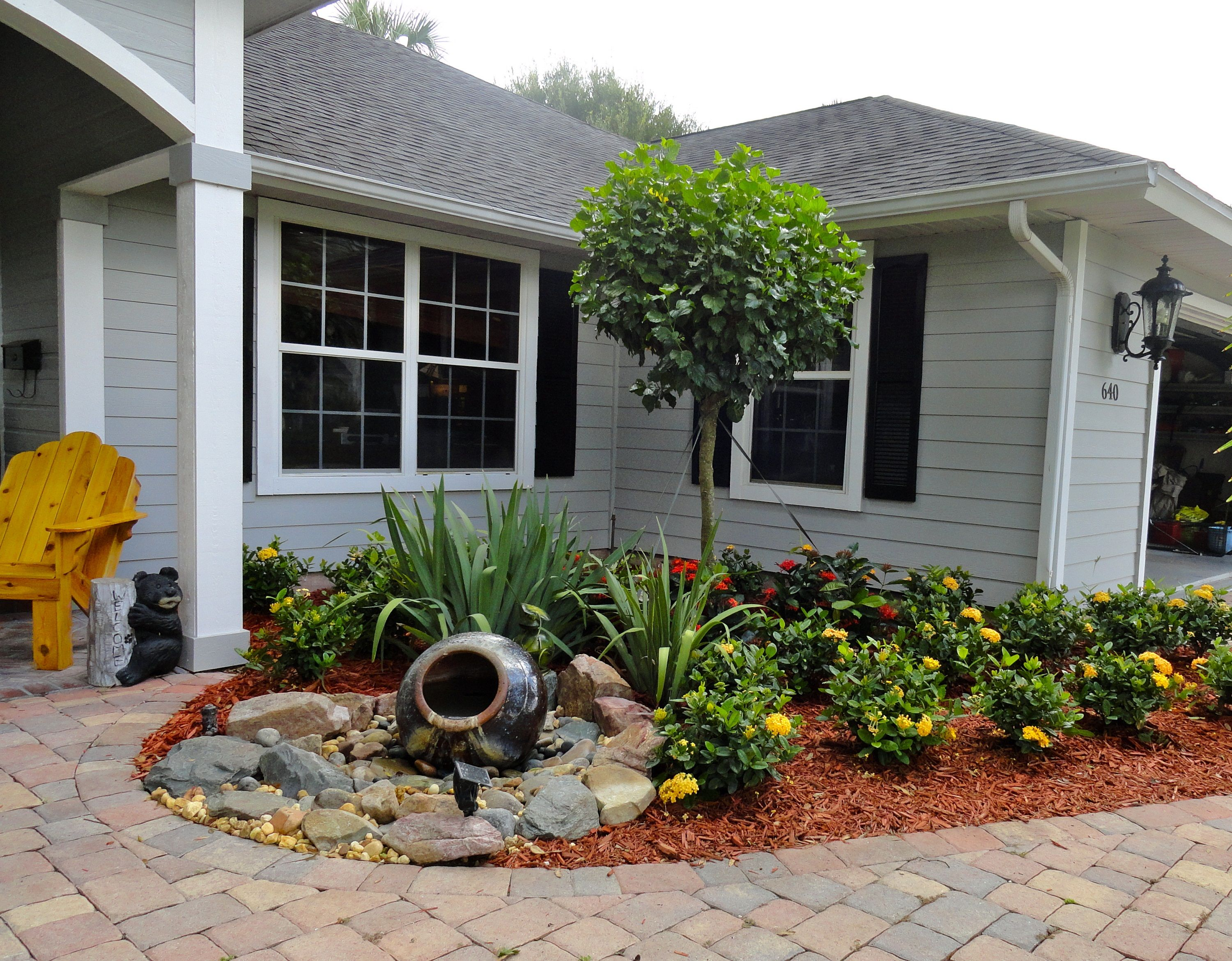 Fresco of Front Yard Fountain Takes the Best Water Feature for