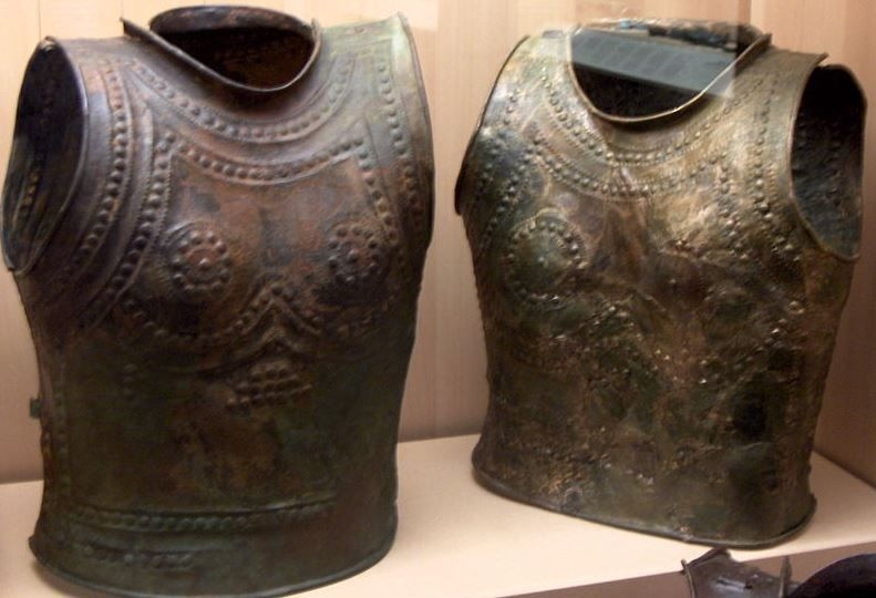 Greek cuirasses of the intermediate phase between the bell-type cuirass and the muscled one