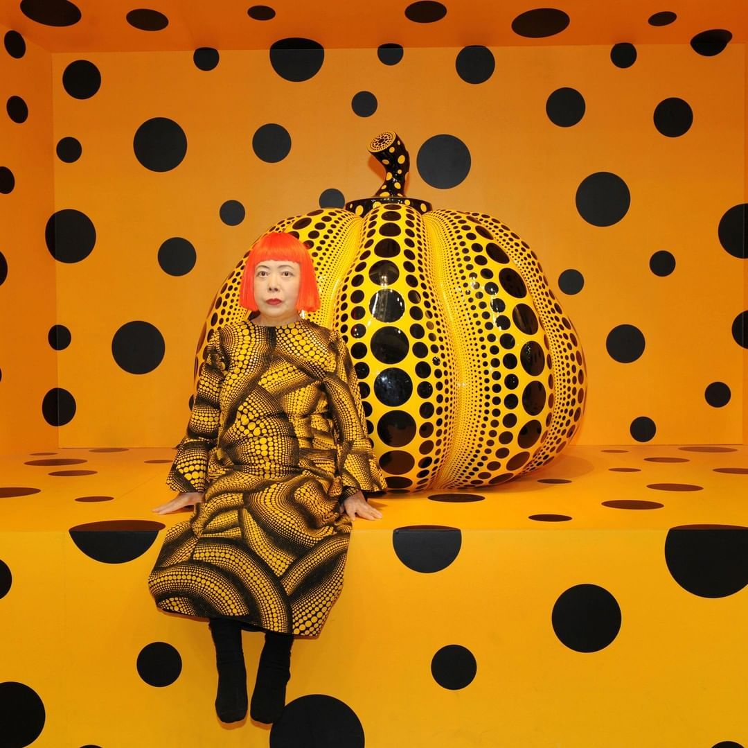 Yayoi Kusama Has Carved Out A Name For Herself As A Top Contemporary Artist With Her Series Of Pumpkin Art Among Her Mos Yayoi Kusama Pumpkin Art Yayoi Kusama