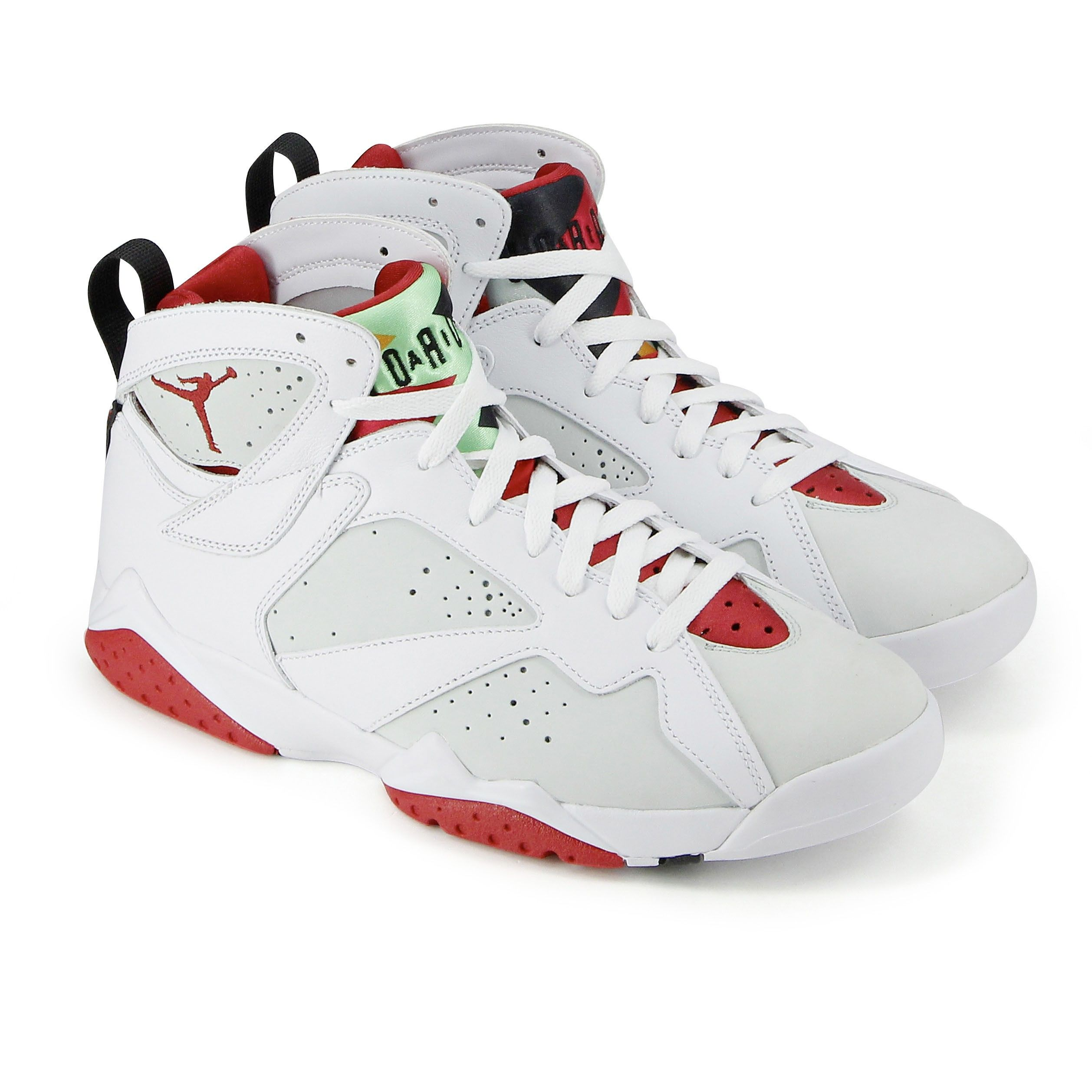 Ce modèle fait partie des nombreux modèles de Jordan, une ligne apparue  pour la première fois sur les parquets en 1985 et à l'origine créée pour  Michael ...