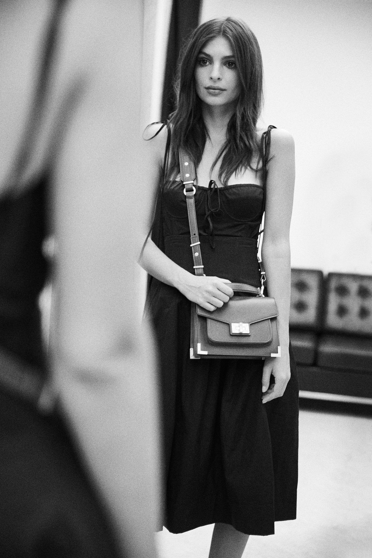 9c0eab4da2 Emily Ratajkowski Has Designed the Perfect Bag for Wallet-Less Woman ...