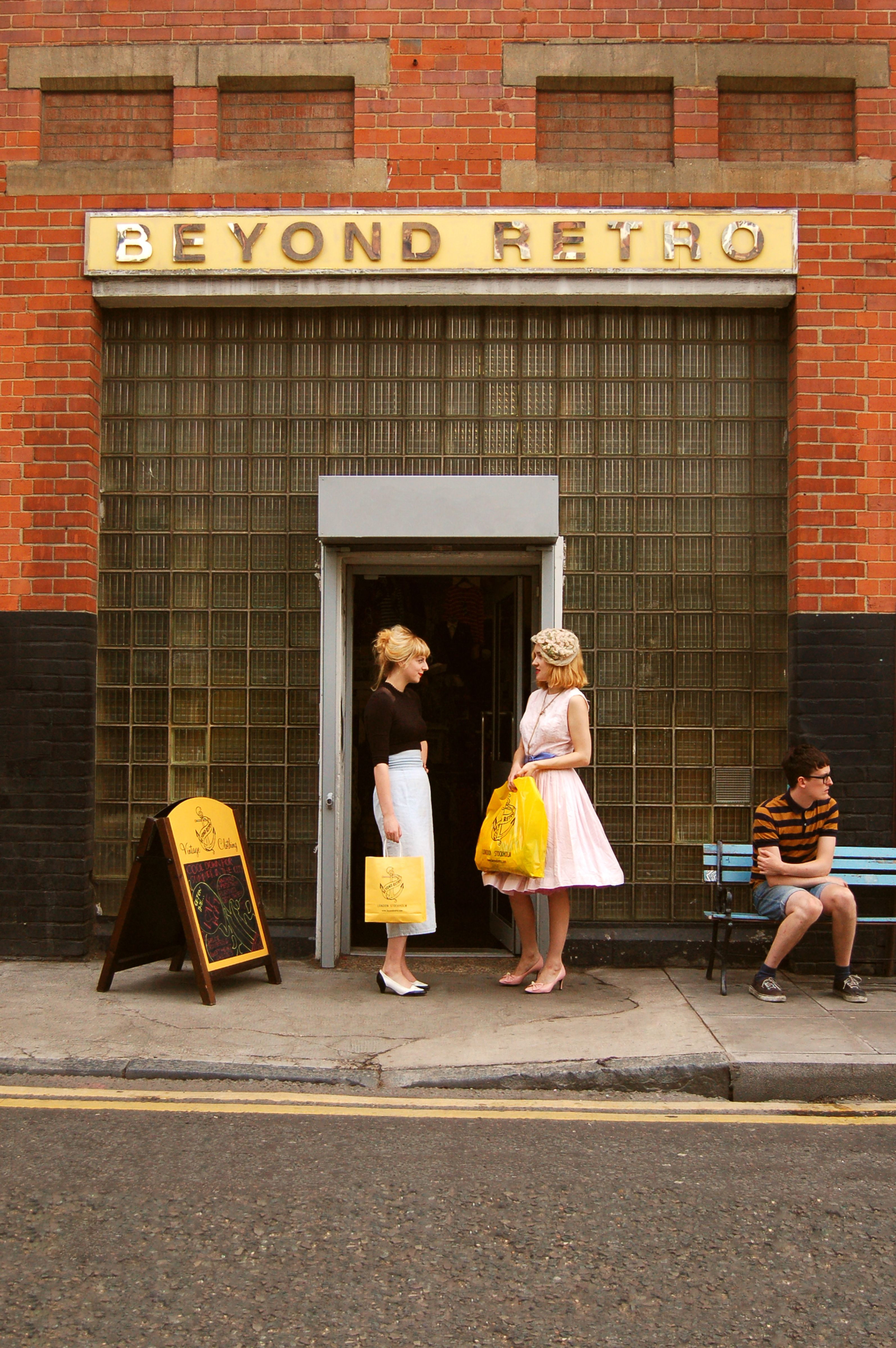 Vintage Shops In London Series Beyond Retro Beyond Retro Was Established 10 Years Ago At Vintage Clothing Stores American Vintage Clothing Vintage Outfits