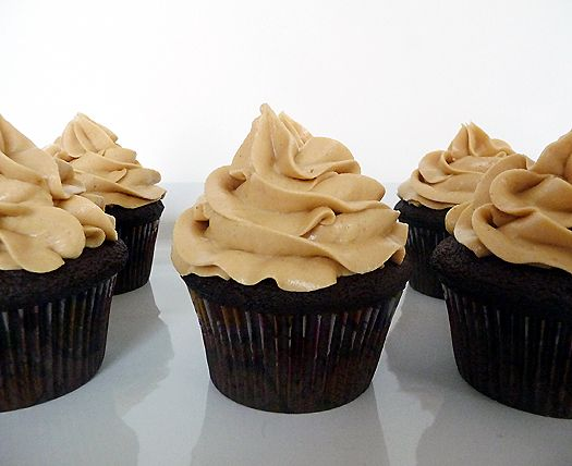 mini chocolate cupcakes with peanut butter frosting
