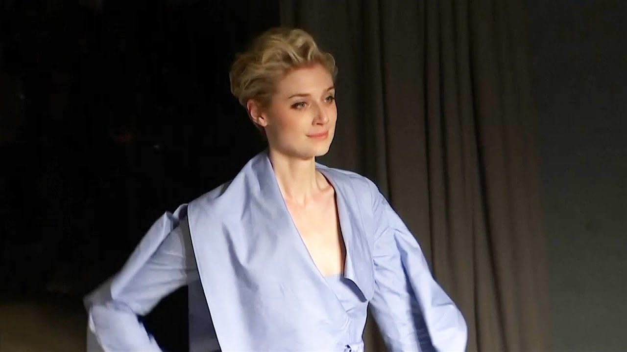 Elizabeth Debicki Says Filming Tenet Forced Her Out Of Her Comfort Zone Youtube In 2020 Elizabeth Debicki Elizabeth Actors