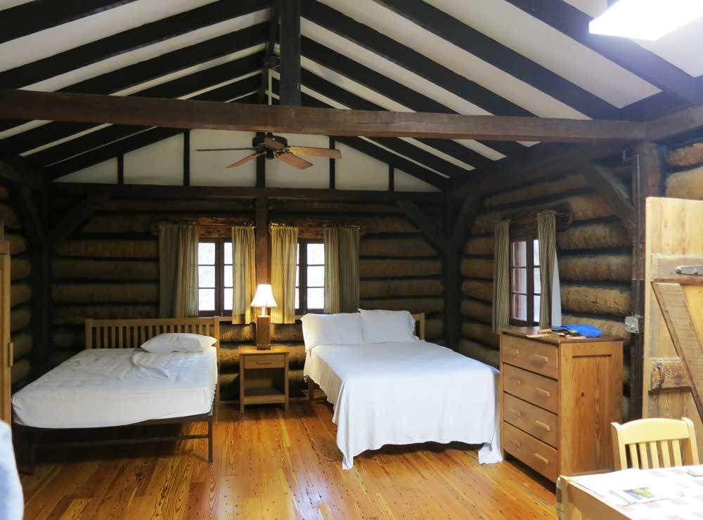 Delicieux Interior Of Log Cabin At Myakka River State Park.