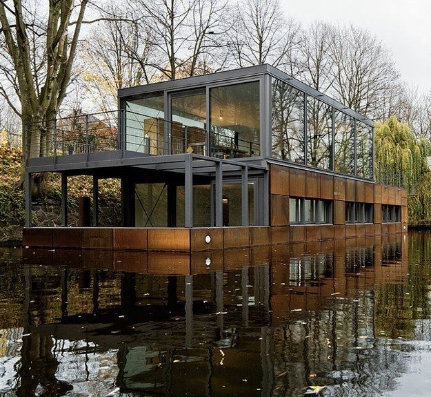 a tiny weird shaped house on a barge exists hamburg hausboote und architektur. Black Bedroom Furniture Sets. Home Design Ideas