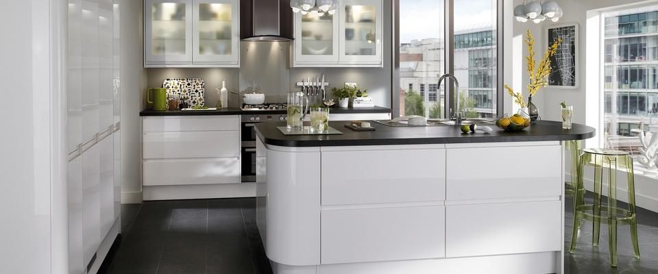 Gloss white integrated handle kitchen range kitchen for Kitchen joinery ideas