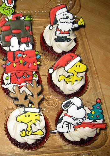 Peanuts Snoopy & Woodstock Christmas Cupcakes