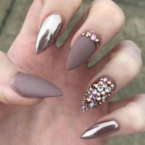 Uñas Efecto Espejo Y Mate Con Pedrería Uñas Pinterest Nails