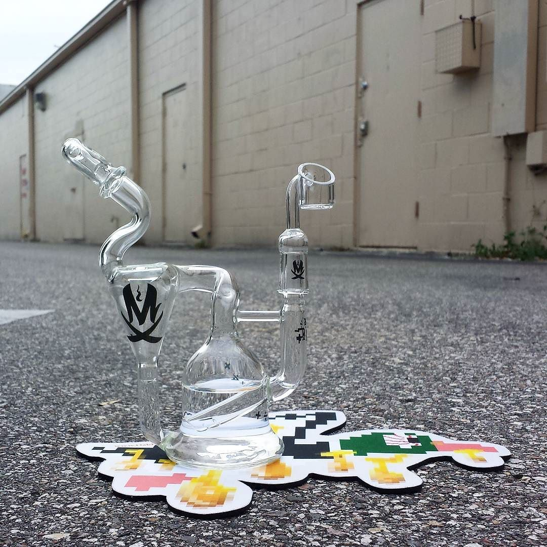 Super clean @mathematixglass recycler is here at our Lutz location! Even comes with a matching mathematics quartz banger! #mathematixglass #mathematix  #goodvibessmokeshop813 #goodvibes #smokeshop #813 #tampa #lutz #waterpipes #glassforsale #glassofig #boroofig #420 #710 #dryherb #worldreefers #igfresh #wax #errl #dabs #concentrate #oil #oilrigs #treatyoself #lowtemplife #quartz #quartzallday #quartzbangers #getspoopy by goodvibessmokeshop813
