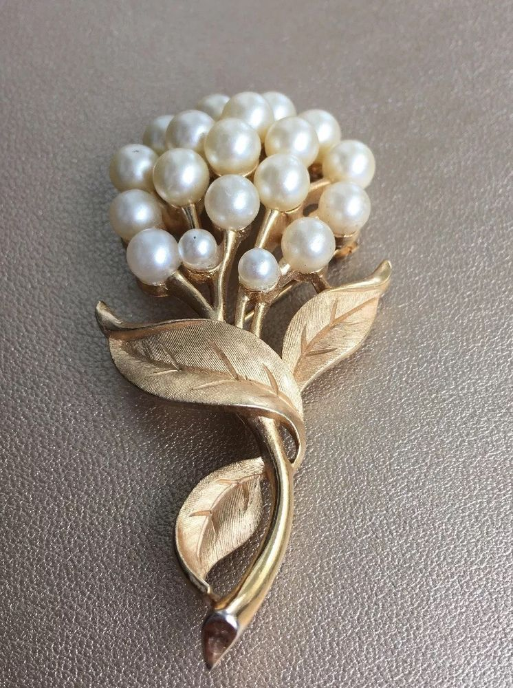 Signed CROWN TRIFARI Vintage Brooch Pin Pearl Flower Gold