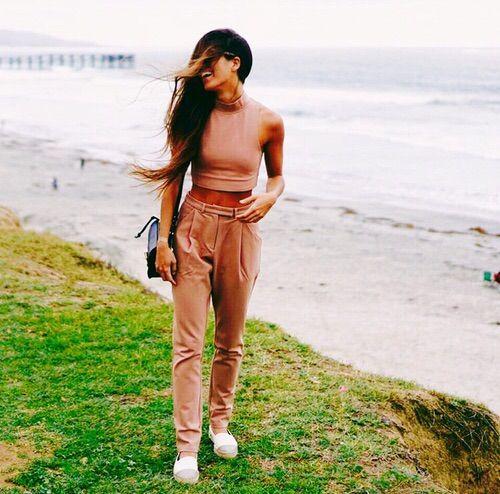 Imagen vía We Heart It #clothes #clothing #fashion #sneakers #croptop #twopiece #highwaistedpants #pinterest #instagram #matchingset #cute