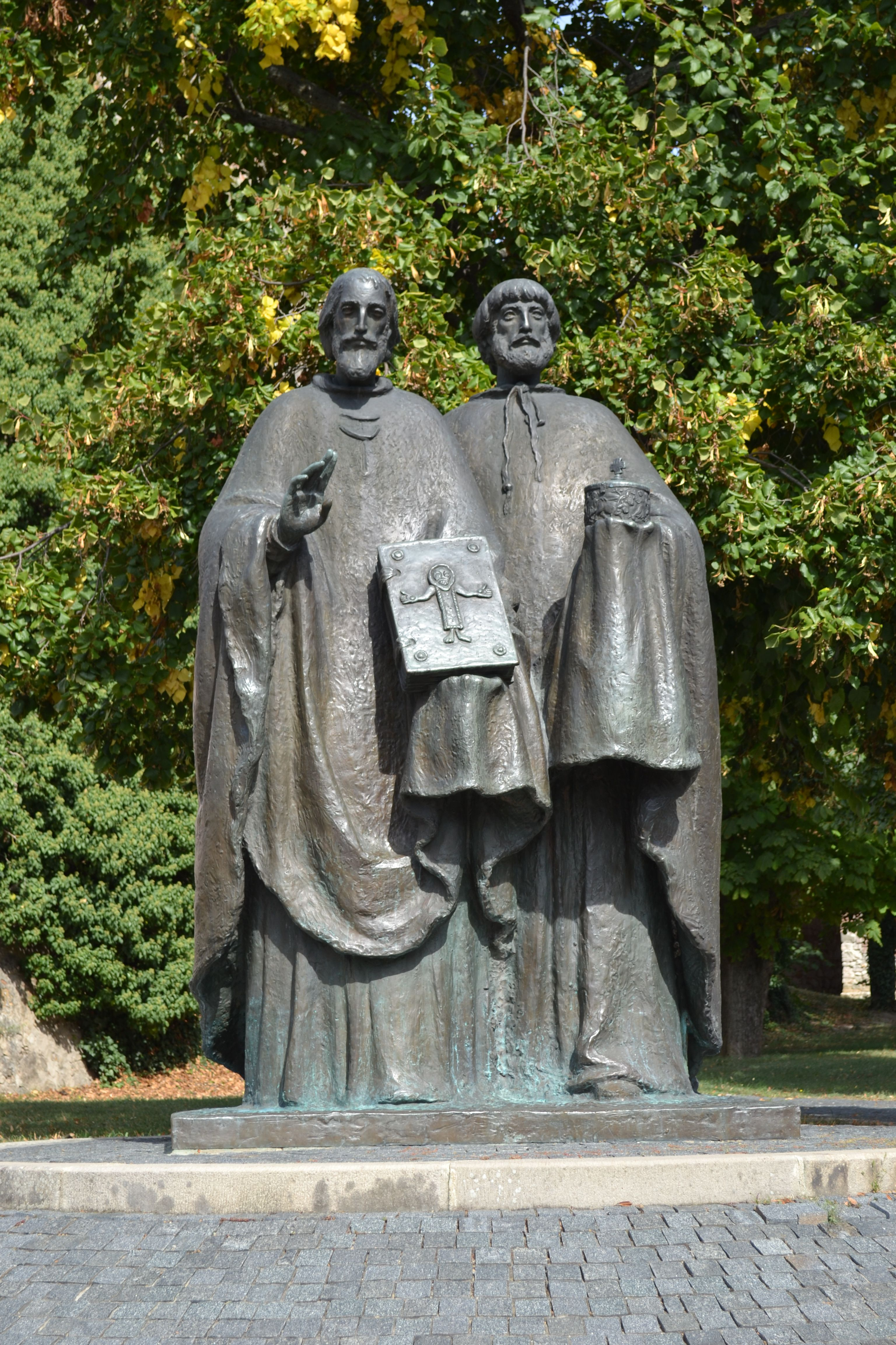Okrem toho, že dnes oslavujeme Sviatok sv. Cyrila a sv. Metoda, je aj Medzinárodný deň workoholikov ;)