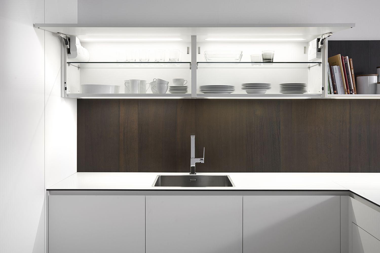 Dica Serie 45 Una Cocina Blanca Combinada Con Madera Oscura Con  # Muebles De Cocina Kiwi