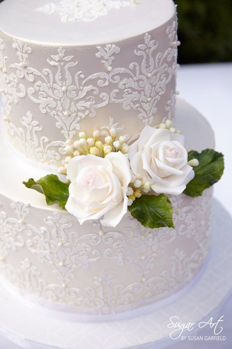 Such a beautiful cake! I love all of the detail!