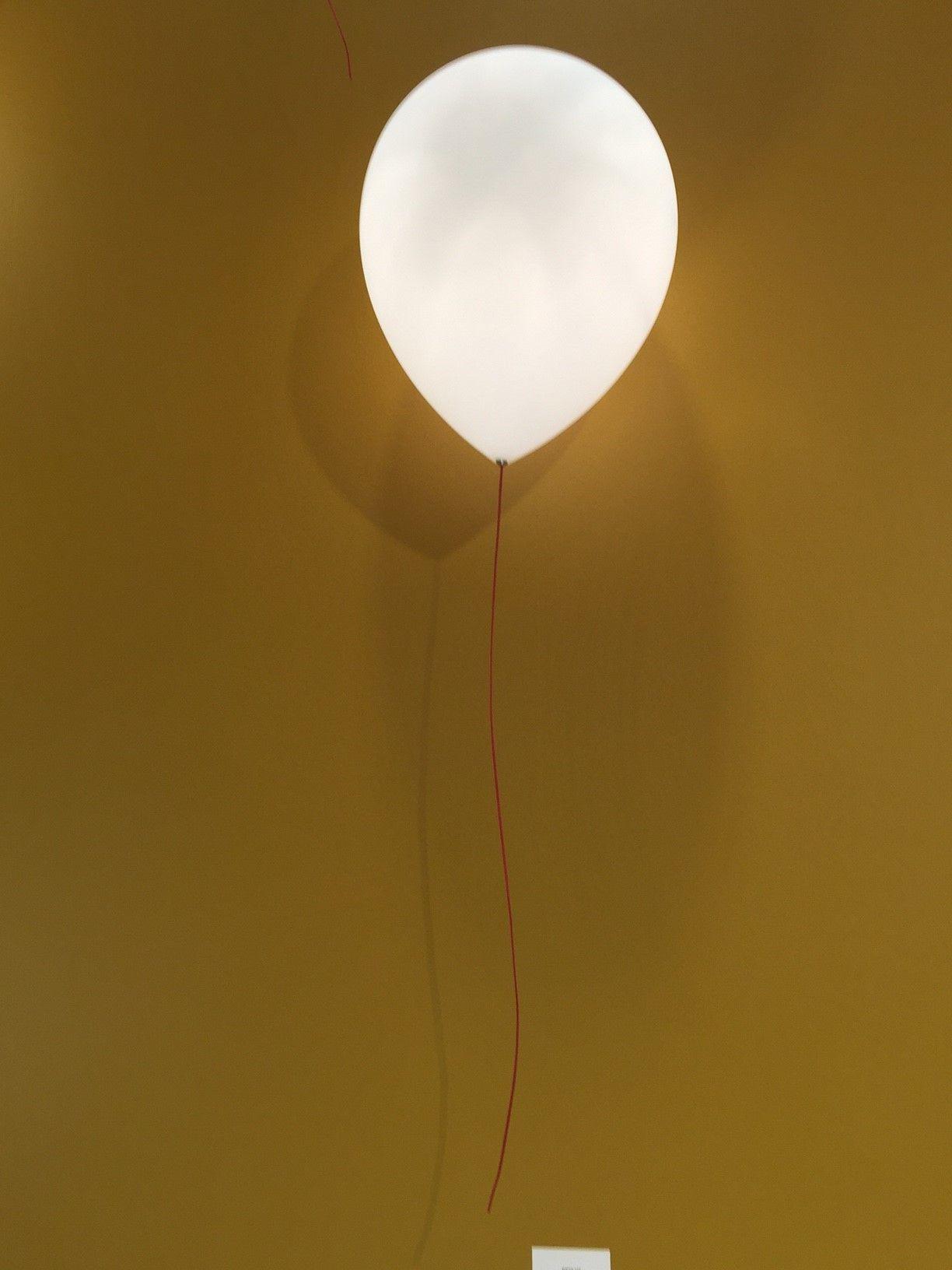 Ballon Applique Murale Fournit Une Lumiere Directe Indirecte Le Diffuseur Est Realise En Polyethy Eclairage Chambre Applique Murale Chambre Veilleuse Murale