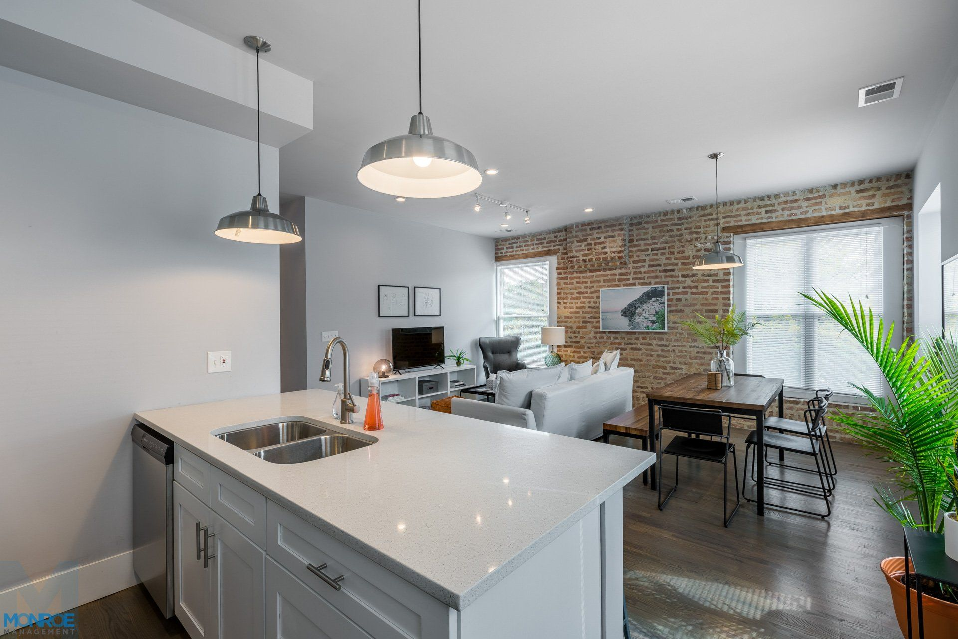 West Loop Apartments For Rent 2 Bedroom 2 Bathroom At 1532 W Lake St 2f Apartments For Rent Chicago Apartment Apartment
