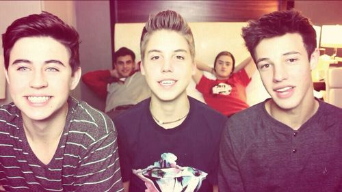Nash's smile in this pic is irresistible