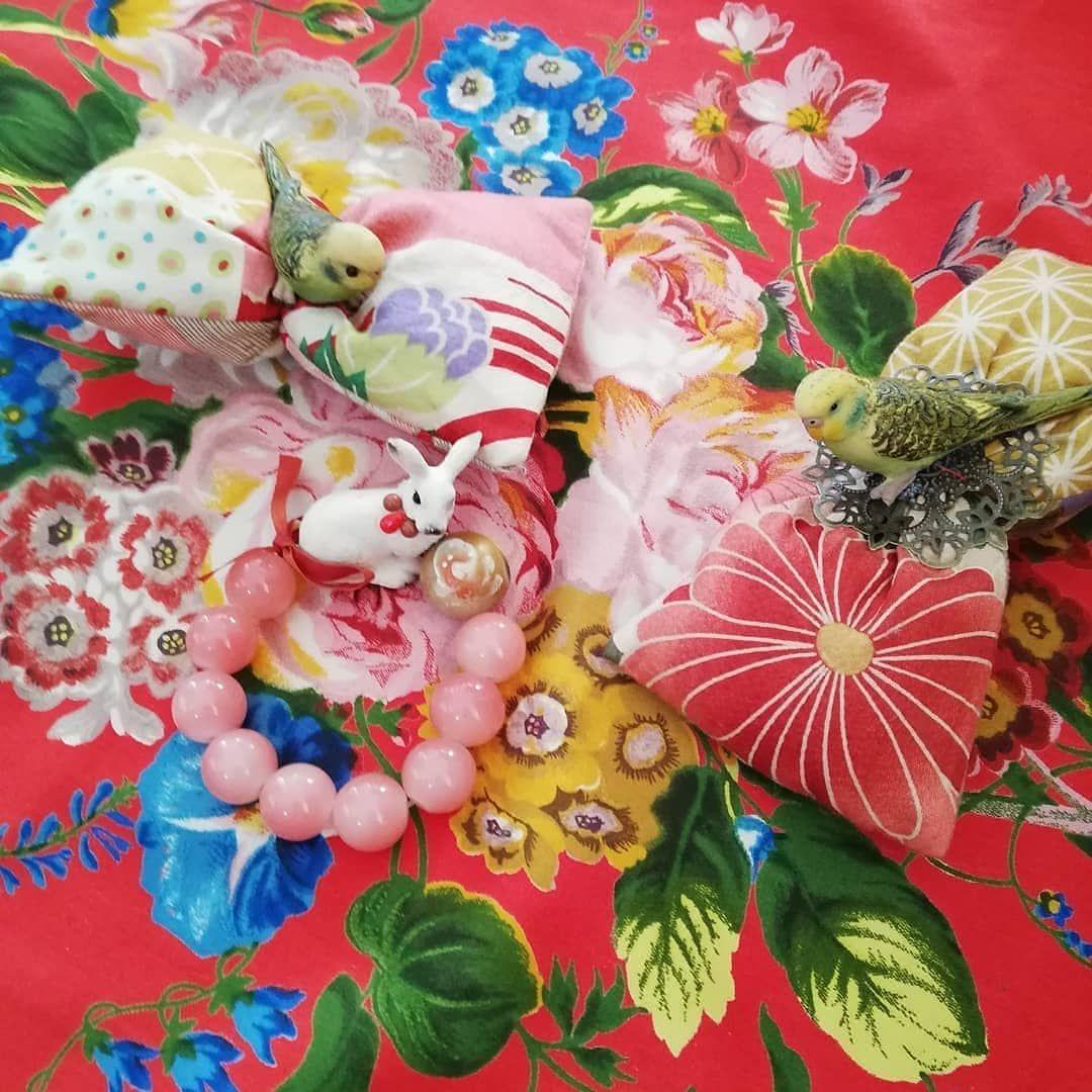 hen african wax meets balinese sarong, indian sari, japanese obi, vintage kantha and japanese ancient kimonos ... Play with patterns,