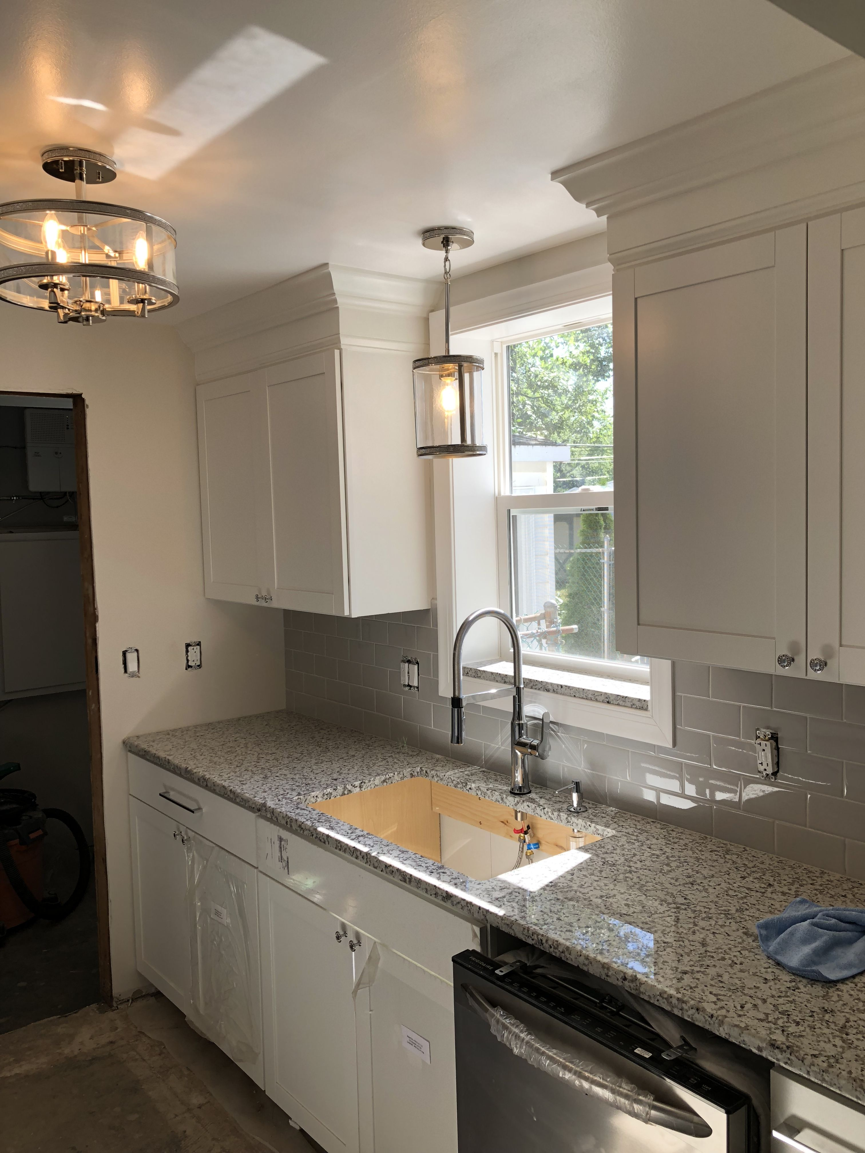 Lowe S Arcadia Shaker Kitchen Cabinets With Custom Crown Molding Kitchen Cabinet Crown Molding Lowes Kitchen Cabinets Stock Kitchen Cabinets