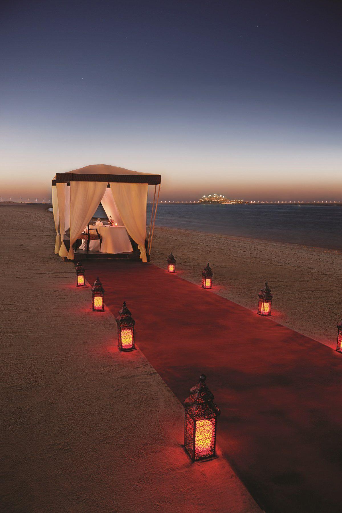 Beach dinner in Dubai