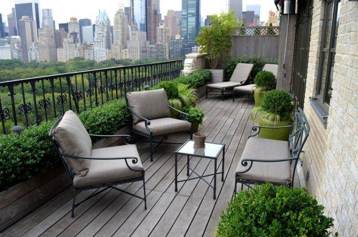 aménagement de petit jardin en ville avec meubles en fer forgé