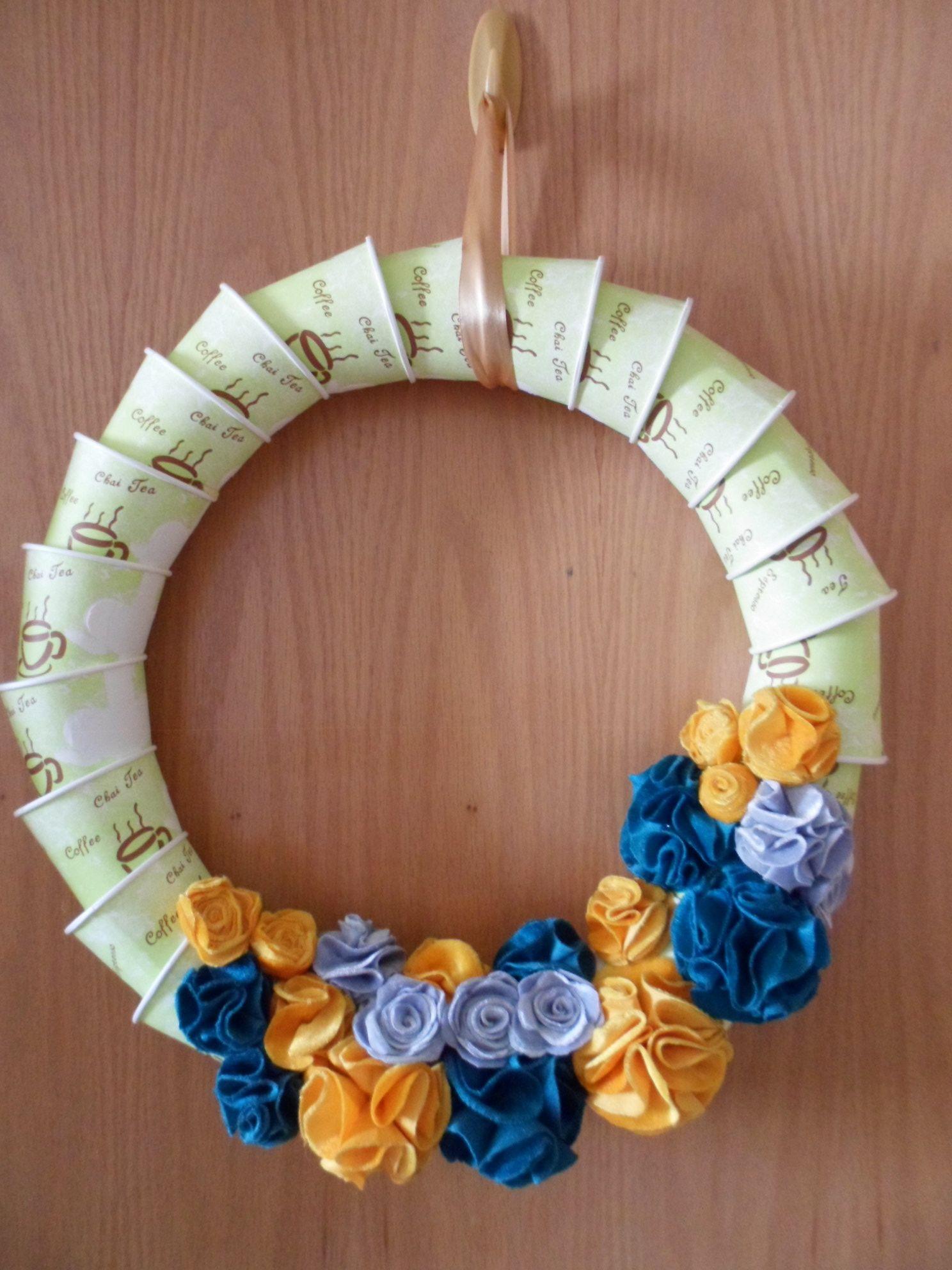 DIY paper cups & fabric flower Christmas wreath =) Diy