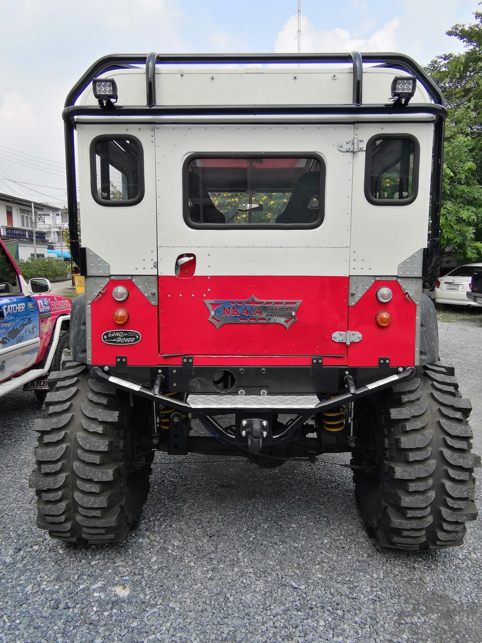 Épinglé par Altered Vision sur Land Rover Defender
