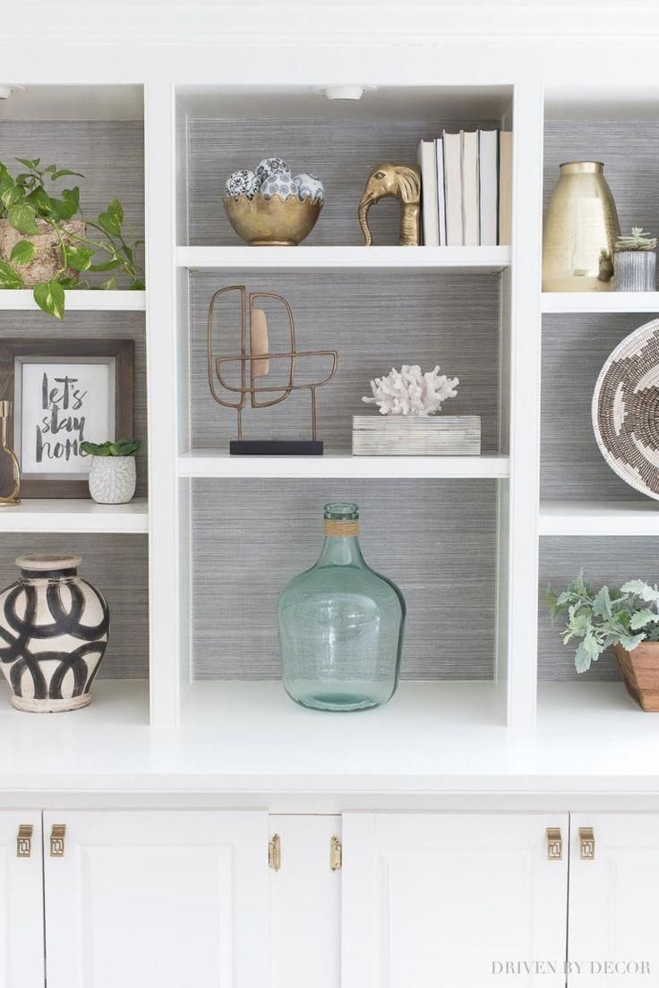 Super helpful formulas for decorating bookshelves and built-in bookcases! #shelfie #shelfstyling #bookcase #ModernWallDecorIdeas