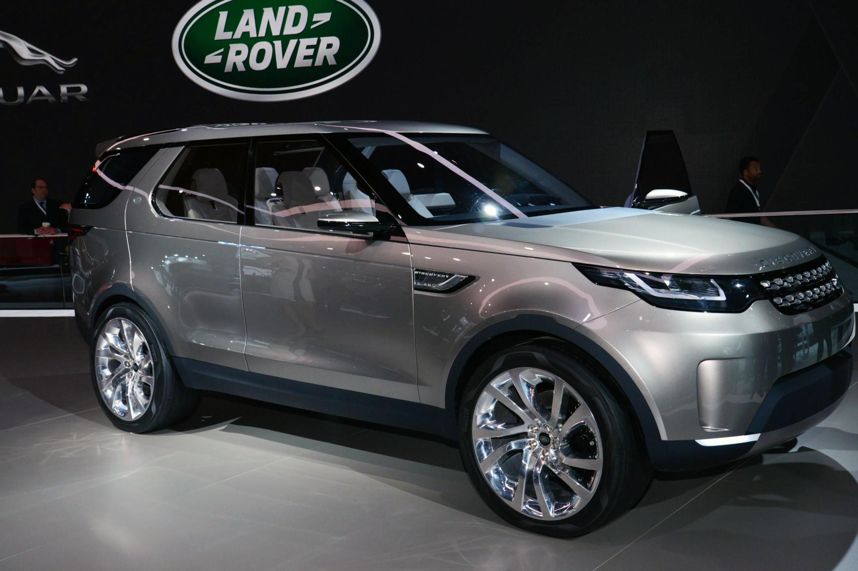 Land Rover Discovery Sport Photos And Specs Photo Discovery Sport Land Rover Prices And 29 Perfect Land Rover Discovery Sport Land Rover Land Rover Discovery