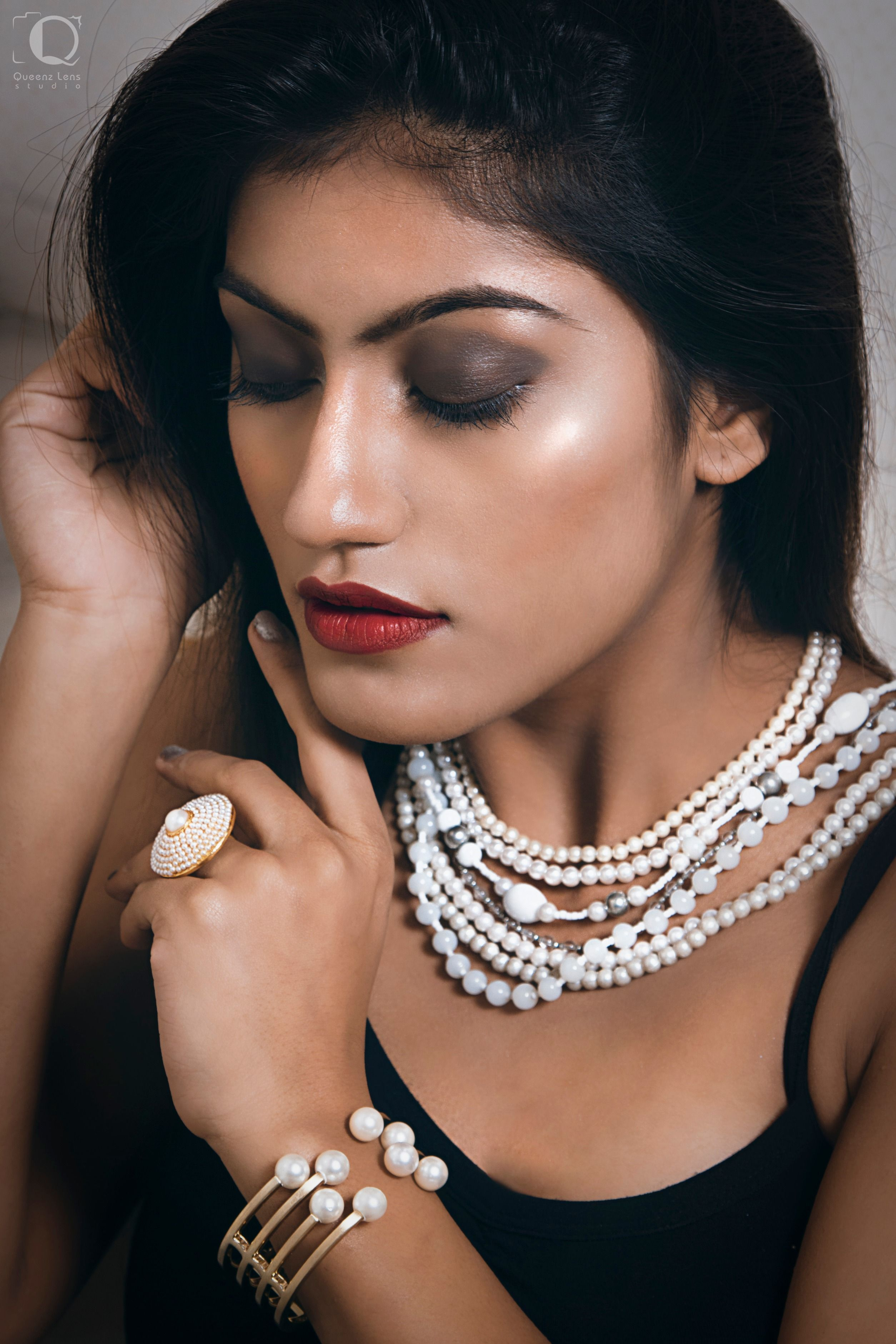 Piyaa is a Celebrity FAshion and Bridal Makeup Artist #makeup-artist-pune- mumbai-india-about