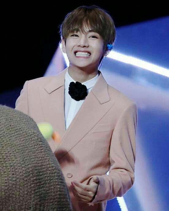 Sempre sorria!! Seu sorriso muda meu dia❤ Kim Taehyung Tae Tae