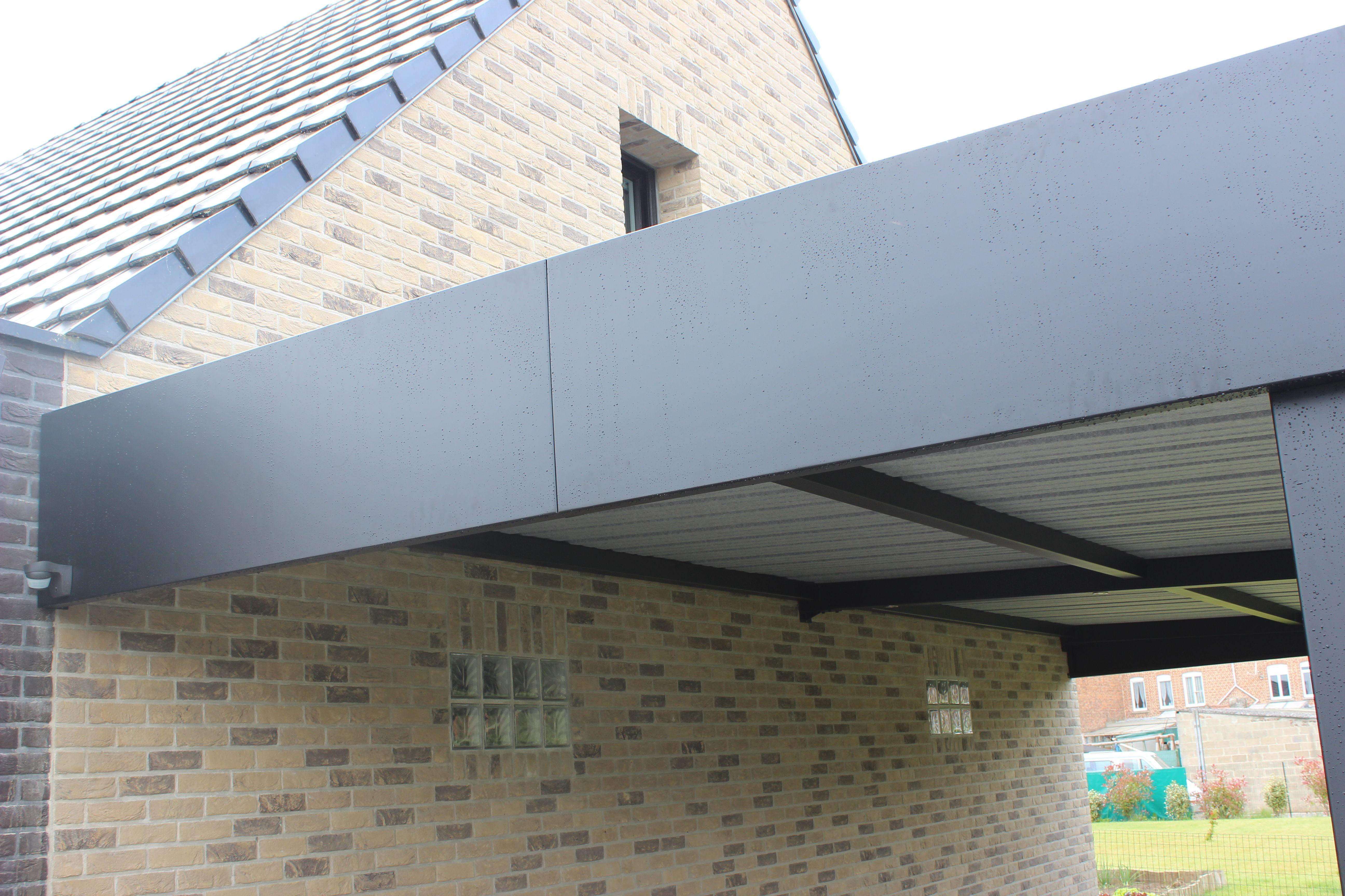 Finition bandeau lisse en tôle aluminium pour ce carport