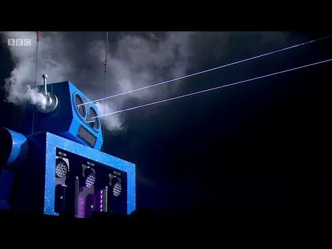 The Chemical Brothers - Under The Influence (Live @ Glastonbury Festival 2015) - YouTube
