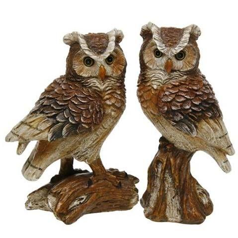 19,90€/kpl + toimituskulut. www.urielkorut.com  Kannon päällä istuva ilmeikäs pöllö on valmistettu resinistä, mutta se on viimeistelty näyttämään vanhalta puulta. Valmistusmateriaali resin Korkeus 17 cm  Pöllöjä on kaksi lähes identistä mallia. Myydään yksitellen.  Huom! Kuvassa vasemmanpuoleinen pöllö B ja oikeanpuoleinen A!