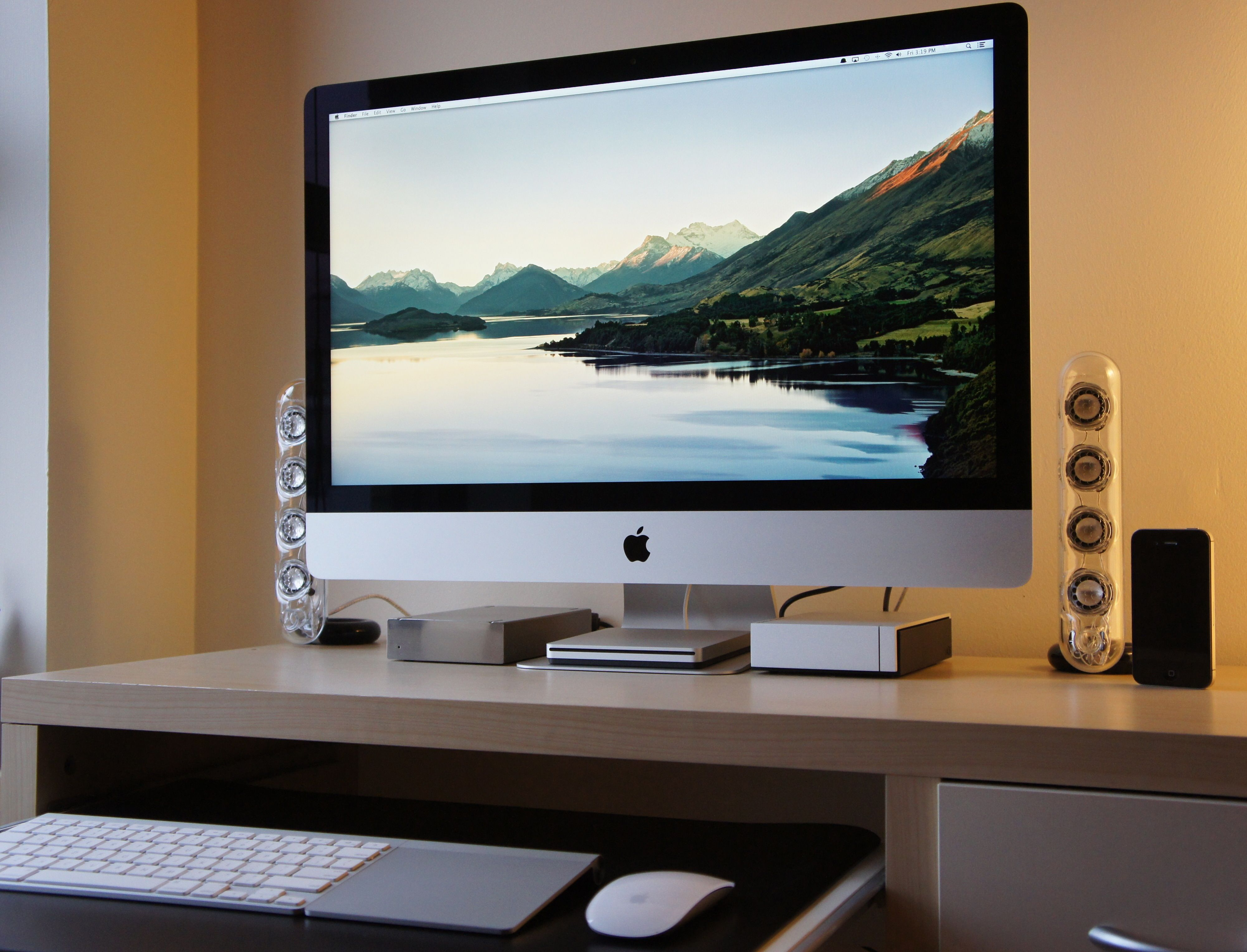 54 of screen real estate ronnys dual screen setup real estate office spaces and men cave - Computertisch Fr Imac 27