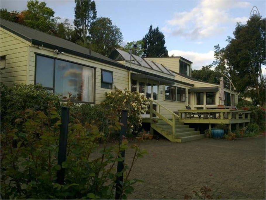 Affordable lake edge luxury Houses for Rent in Rotorua