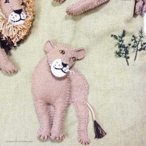 """Lion felt applique and embroidery by e.no.bag """"ライオン ノ バッグ """" #lion #animal…"""